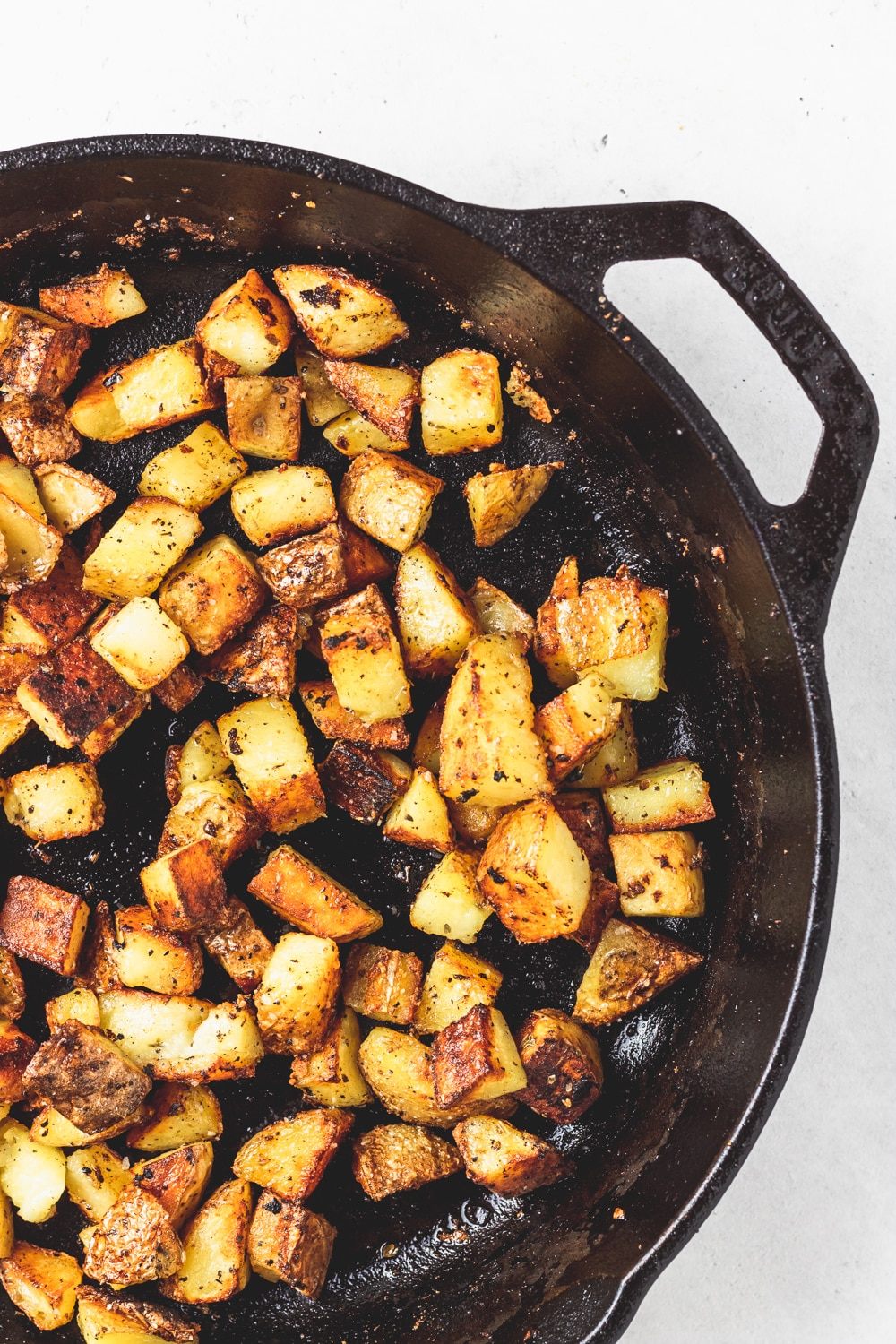 cast iron skillet with crispy potatoes