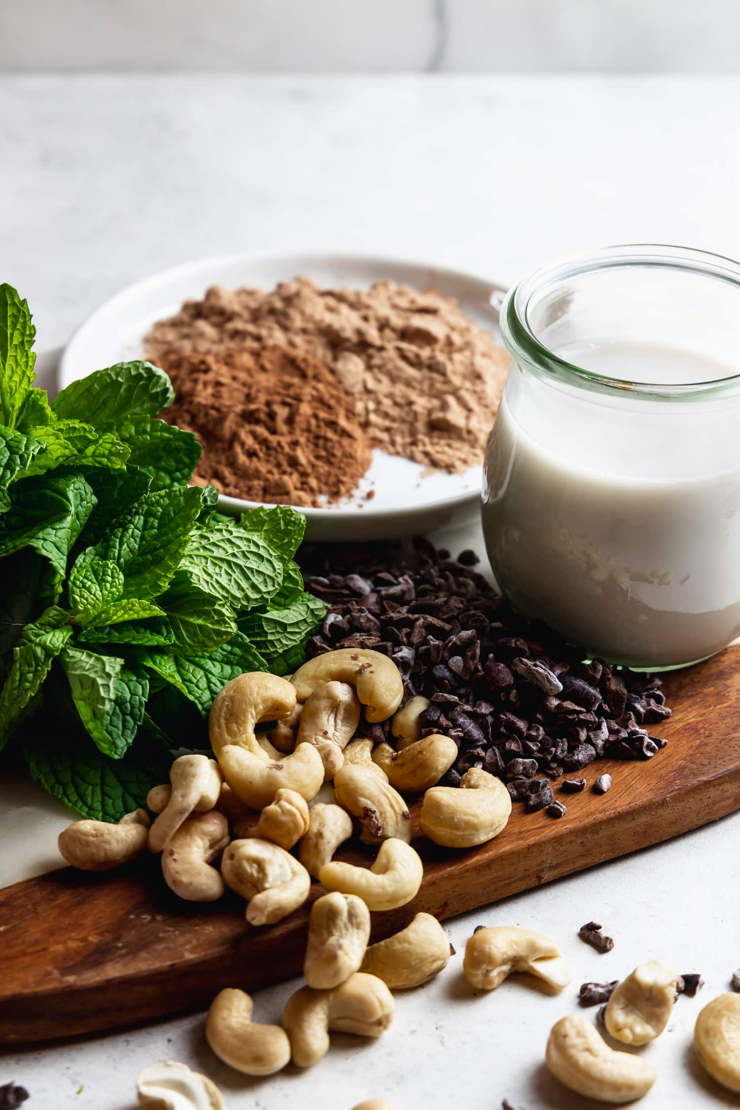 ingredients for healthy mint chocolate smoothie